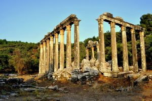 temple_of_zeus_at_euromos-turkey