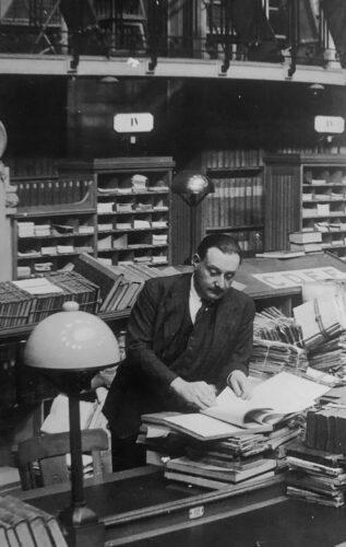 Bernard Faÿ dans la salle ovale de la Bibliothèque nationale (s. d., vers 1941)